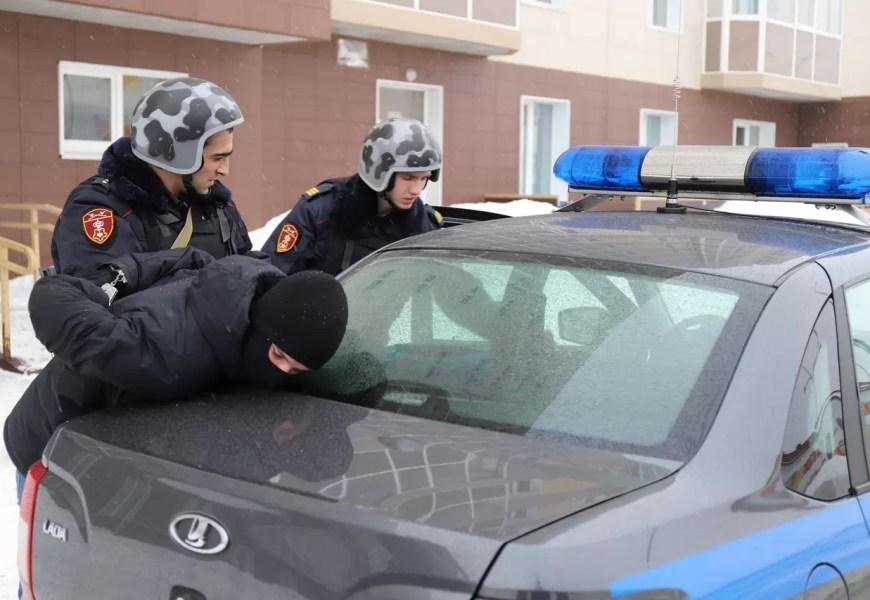 Росгвардейцы поймали нефтеюганца с 5-тысячной фальшивой купюрой