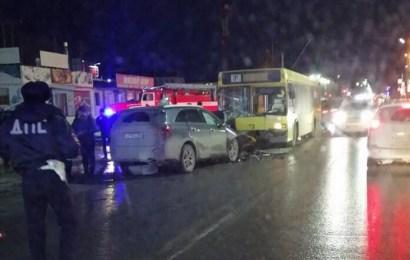 Один человек погиб и еще один ранен в ДТП на улице Парковая в Нефтеюганске