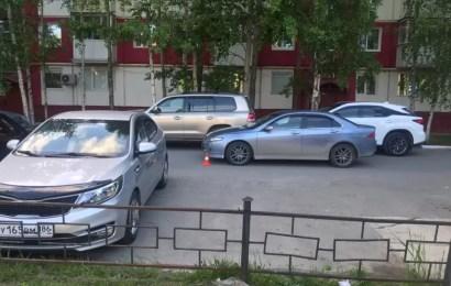 В Нефтеюганске в жилом дворе сбили подростка