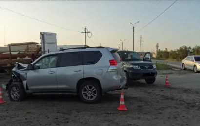В Нефтеюганске нетрезвый водитель внедорожника протаранил УАЗ