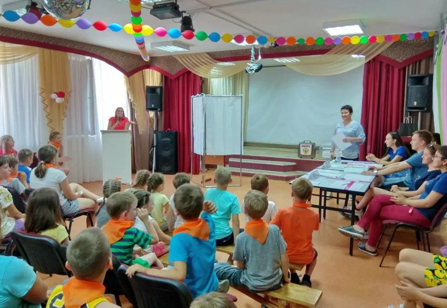 В Нефтеюганске дети выбрали лидера летнего оздоровительного лагеря «Солнечный».