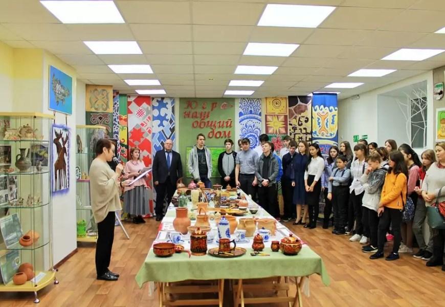 В нефтеюганском ЦНК прошла выставка, посвященная 89-летию Югры