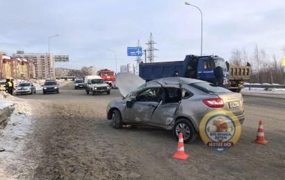 В Нефтеюганске в ДТП погиб водитель легковушки