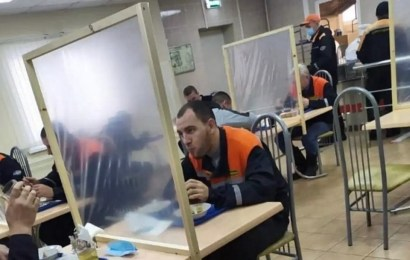 В Сургутнефтегазе нашли способ уберечь сотрудников от COVID во время обеда.