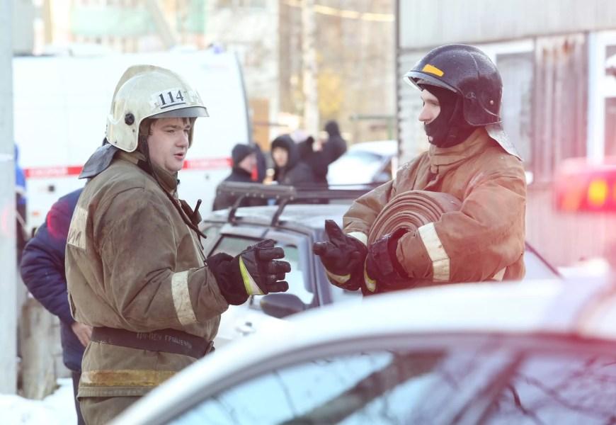 8 человек самостоятельно эвакуировались при пожаре в нефтеюганской многоэтажке