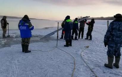 Спасатели продолжают поиски погибших на протоке Алешкинской в Югре