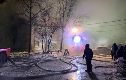 Пожар, горел дом 7 мкр 17 дом