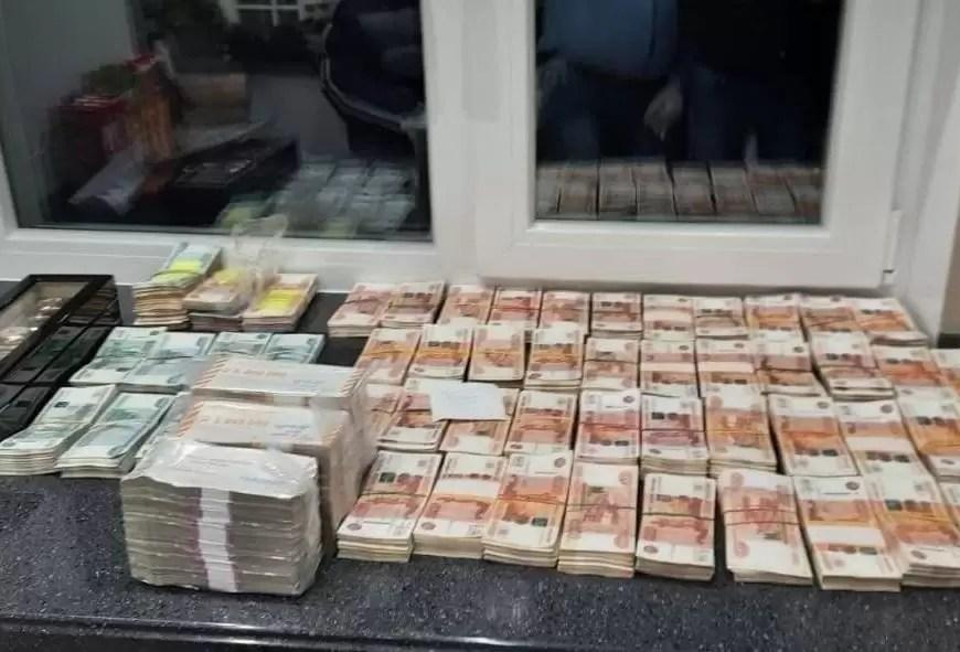 У задержанного за взятки пензенского губернатора нашли 500 млн рублей наличными