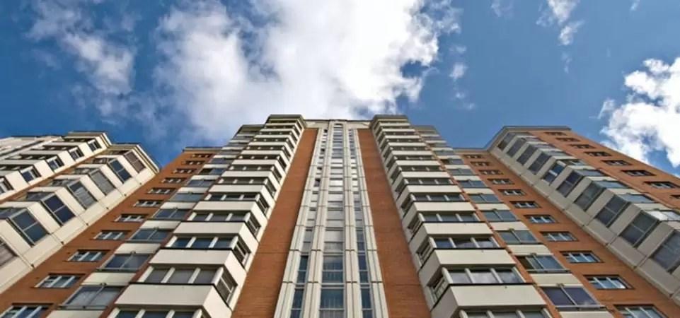 В ХМАО подросток выжил, упав с 15 этажа