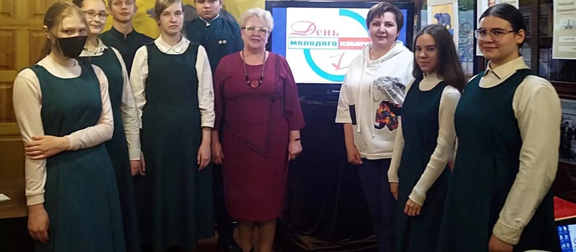 В Культурно-выставочном центре «Усть-Балык» прошла лекция «Право избирать и быть избранным», приуроченная ко Дню молодого избирателя.