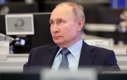 Путин поручил наладить обратную связь с регионами по проблемам граждан