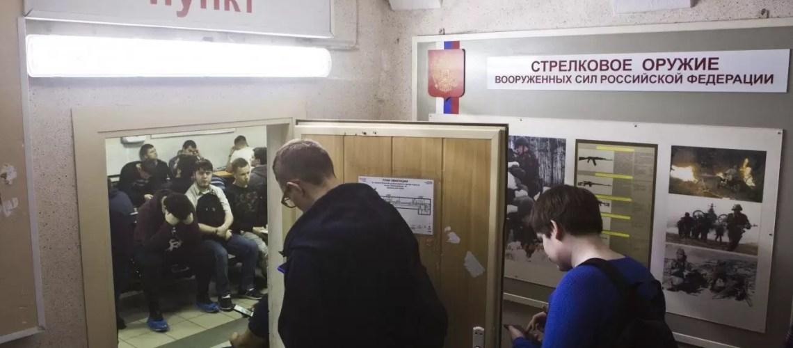 В военкоматах Югры и муниципалитетов округа работают телефоны «горячих линий»