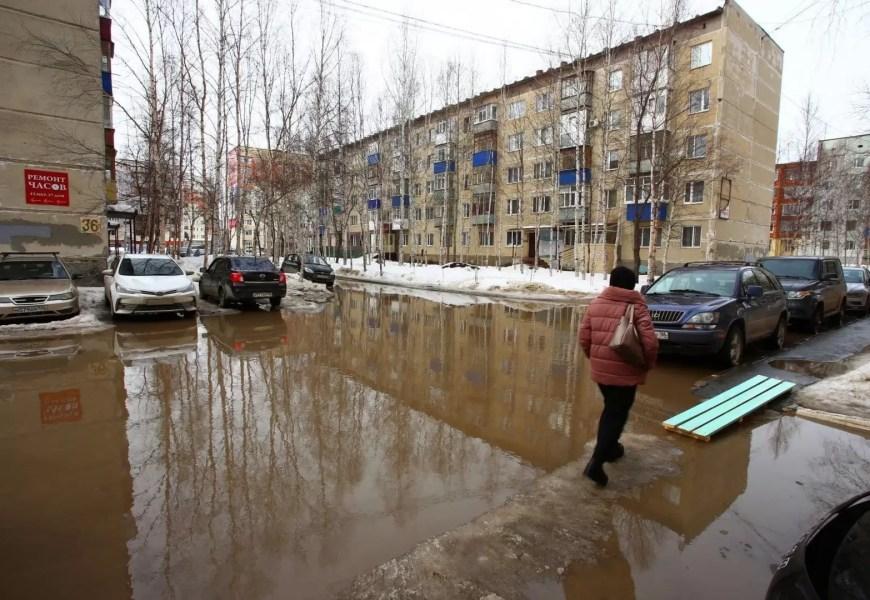 В Югре к очистке улиц городов от снега подключились прокуроры