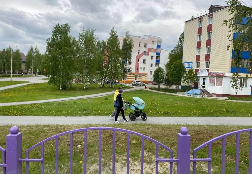 В Югре семьям с детьми дадут бесплатную юридическую помощь и ускорят одну соцвыплату