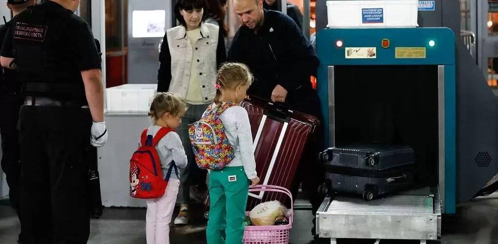 Семьи с детьми смогут путешествовать по России на поезде по льготным тарифам