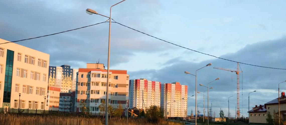 Работы по обустройству участка для отдыха горожан в 11 микрорайоне Нефтеюганска завершатся 31 августа.