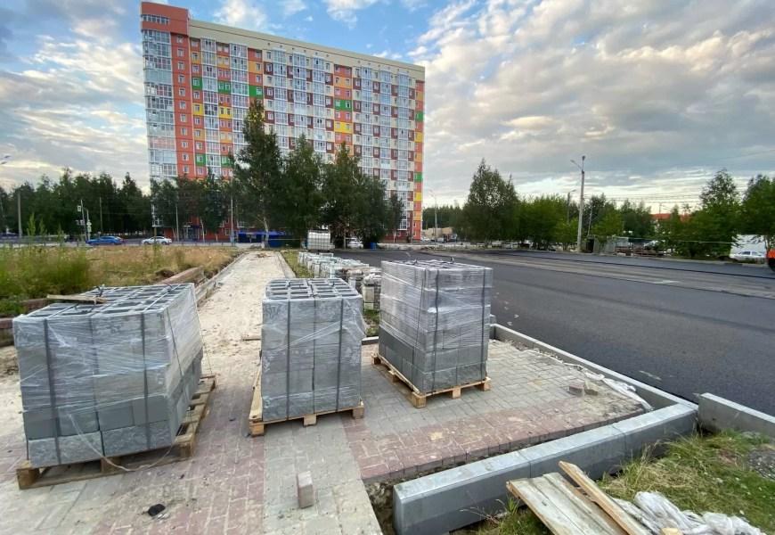 Ход работ по благоустройству общественной территории с представителями подрядной организации