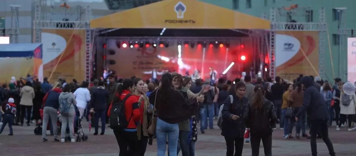 В ХМАО из-за роста заболеваемости могут полностью запретить любые массовые мероприятия, в том числе концерты. Об этом рассказала заместитель руководителя окружного Роспотребнадзора Инна Кудрявцева.