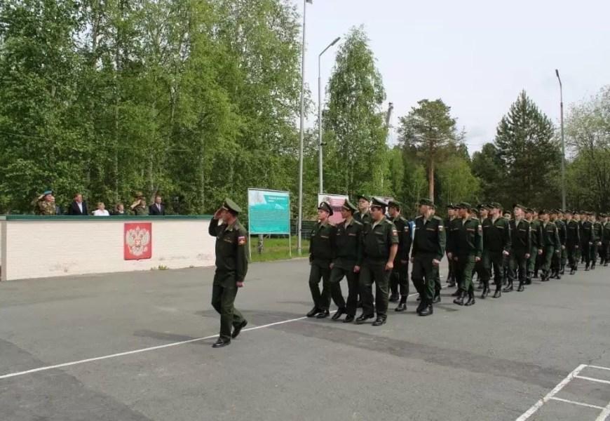 Группа депутатов внесла в Госдуму законопроект о включении службы в армии в трудовой стаж