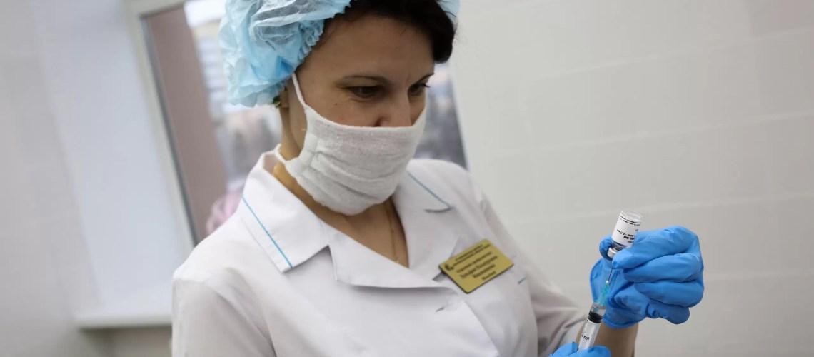 Попова анонсировала скорое появление пятой вакцины от коронавируса в РФ