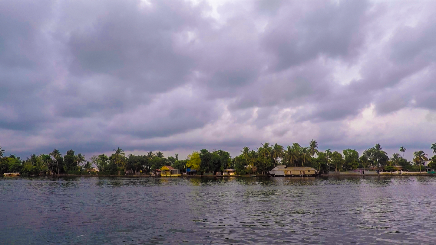 Backpacking in Kerala II: four-buck ferries in Alleppey