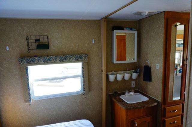 Le lavabo de l'Innsbruck 26RLS avec les rangements pratiques