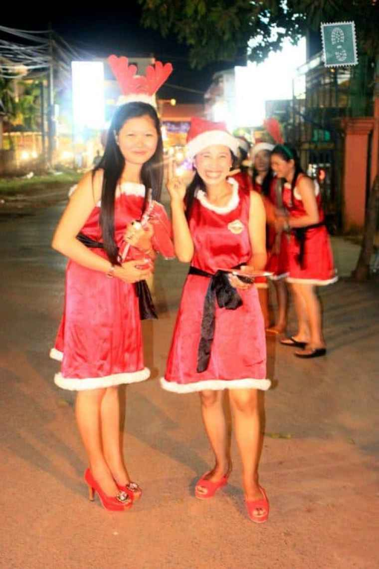 Santa helpers :)?
