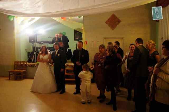 People are making toast at Polish wedding