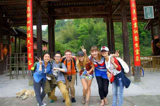 A bunch of Chinese girls we travelled from Guilin to Longji