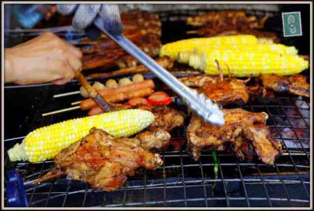 Grilled chicken wings and sweetcorn