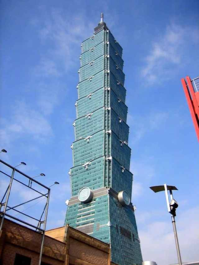 Taipei 101, towering majestically over some puny lamp posts.