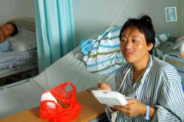 Chinese patient having a lunch