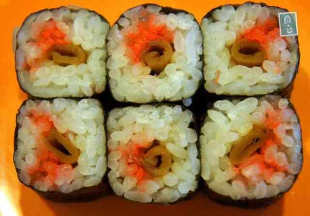 Sushi urumaki with green plants