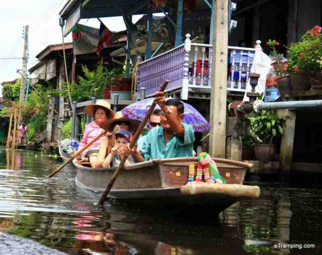 Thai people rawing the boat