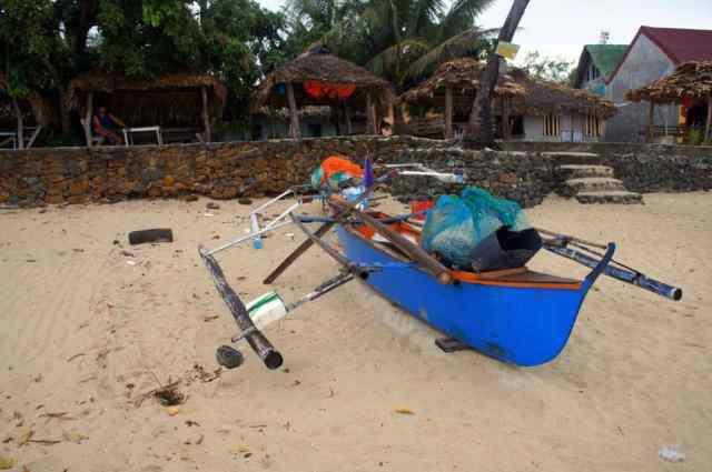 Dirty beach in Pagudpud