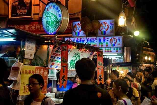 busy-shilin-night-market-taipei-taiwan
