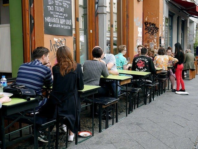 eating-outside-in-kreuzberg