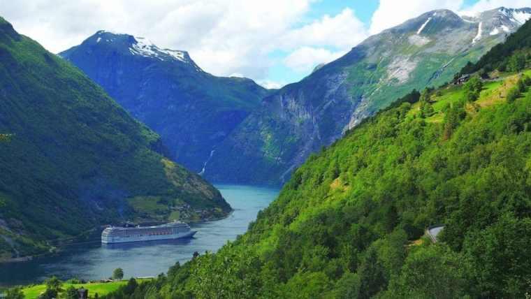 geiranger-norway-fjord-landscape