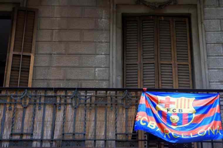 Barcelona flag on the balcony