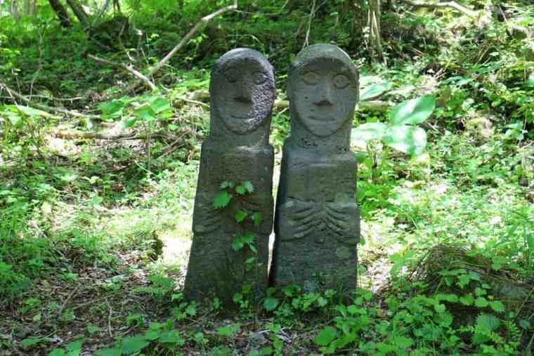 jeju-stone-park-rock-couple