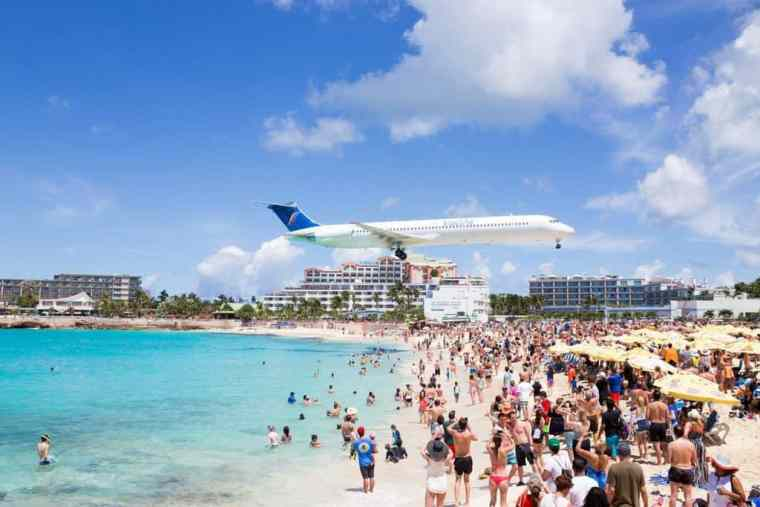 airplane landing at St. Martin