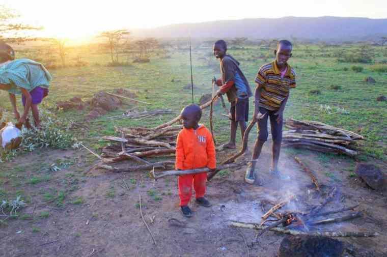 Maasai kids preparing the bonfire.