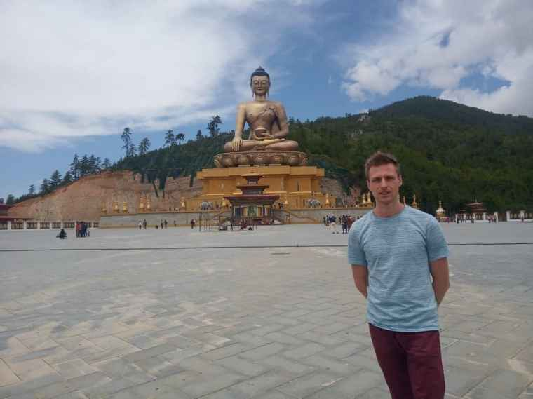 Cez in front of the big golden Buddha