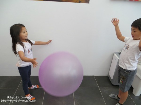 wubble bubble ball playing