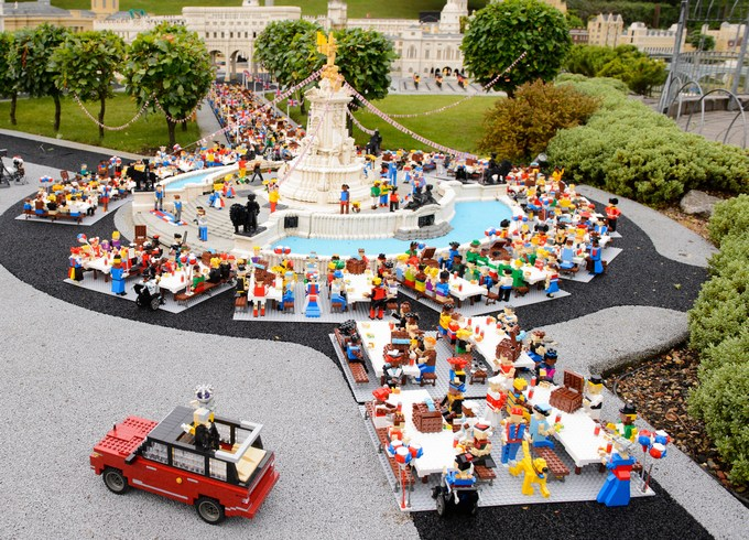 The LEGOLAND Windsor Resort throws Her Majesty The Queen a LEGO birthday party