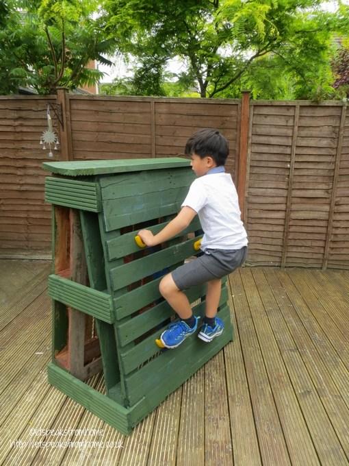 pallet climbing frame