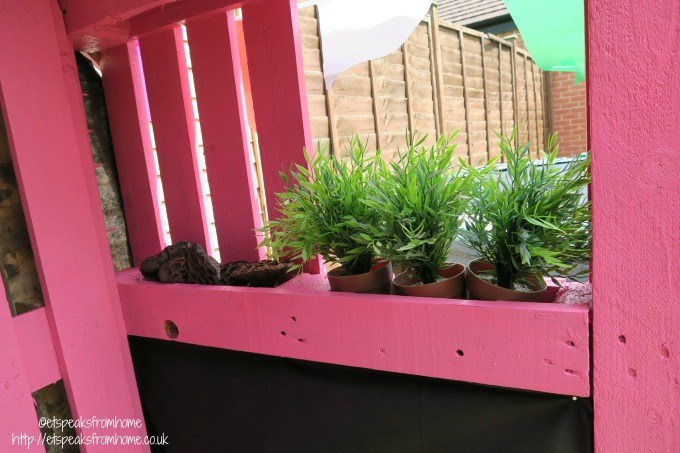 pallet playhouse plant
