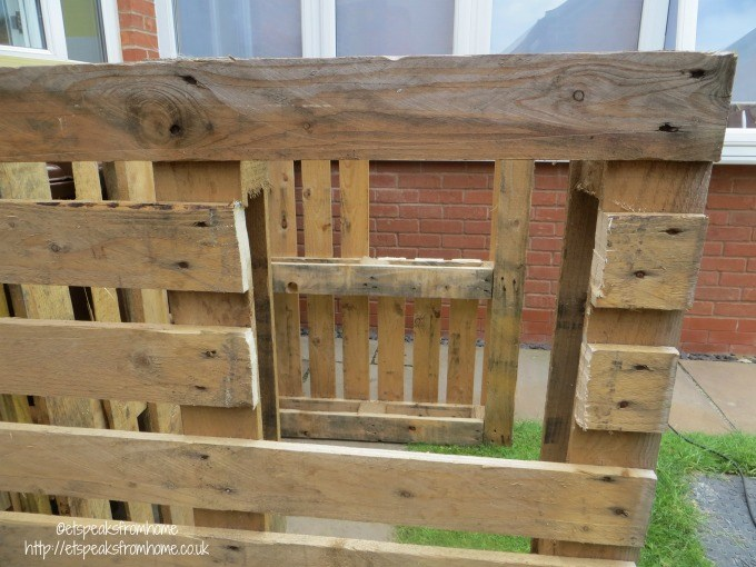 pallet playhouse window