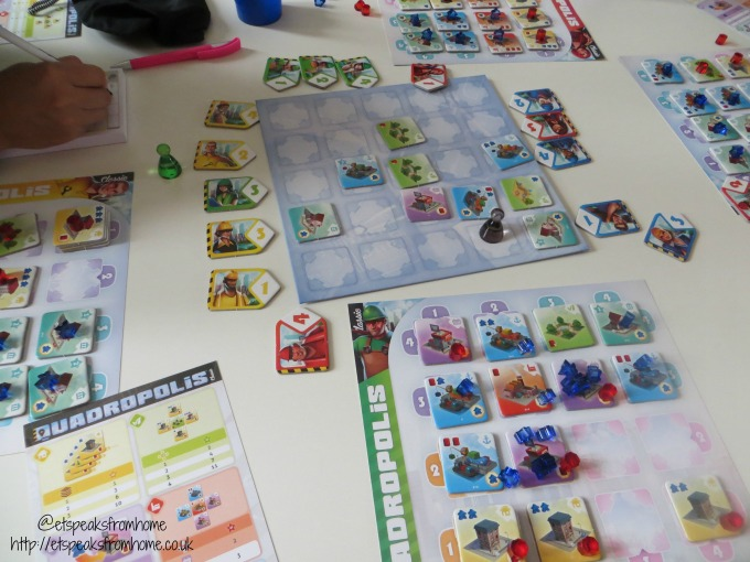 quadropolis playing