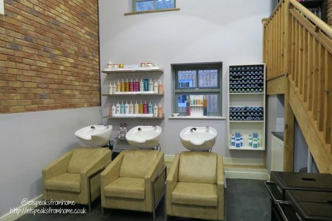 anthony-john-salons-hair-wash